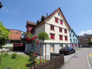 MFH mit 5 Kleinwohnungen und einem Gewerberaum